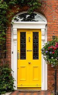 yellow_door.jpg